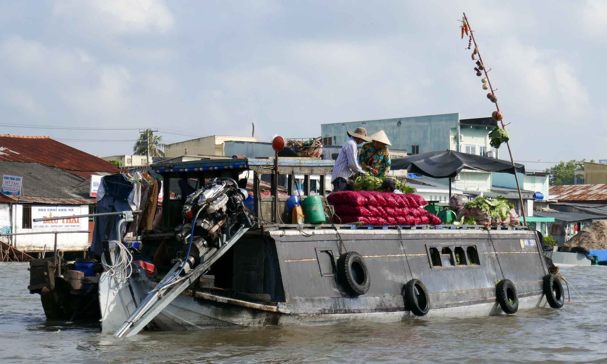 As can be seen by the samples on the pole, this boat sells a variety of produce