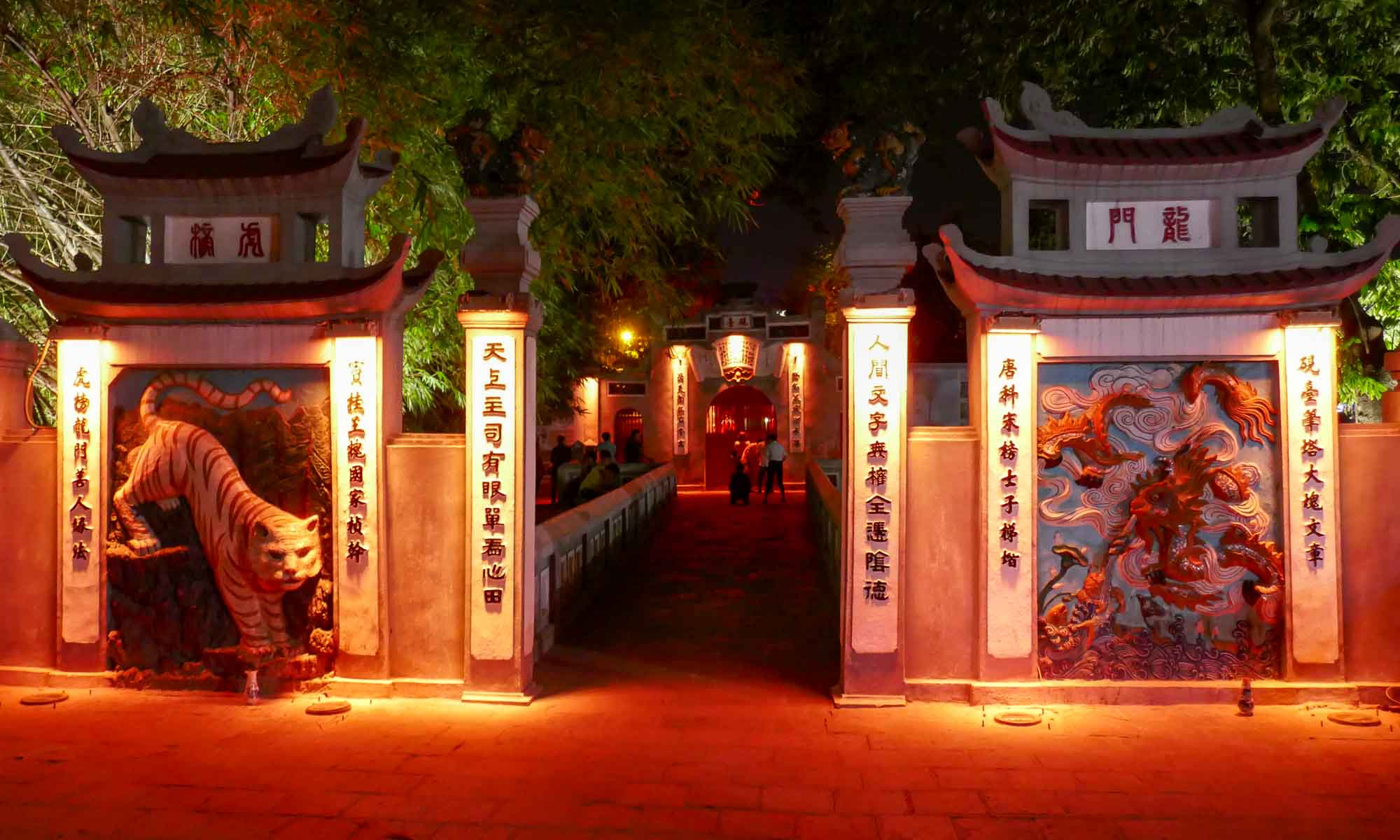 Ngoc Son Temple by night