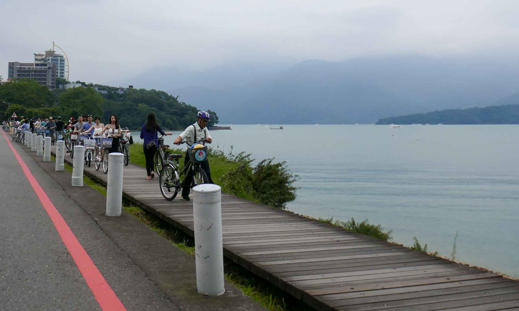 Busy with bikers around the lake